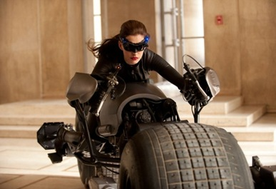 Anne-Hathaway-Catwoman-Costume-570x379