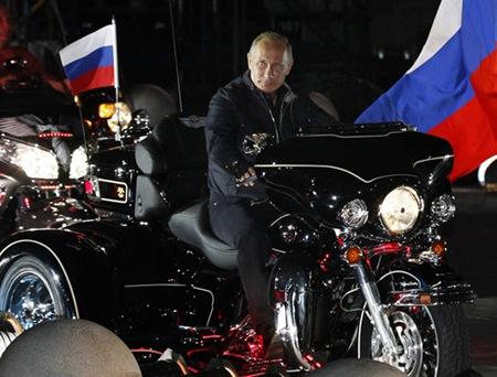 Vladimir-putin-Harley_102511