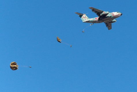 JGSDF_1st_Airborne_Brigade_C-1&Paratroopers_dropping_20090111(Narashino)