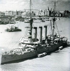 Kapal Penjelajah Izumo di Shanghai, China (Wikipedia)