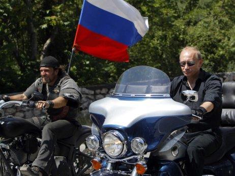 Putin with motor gedenya